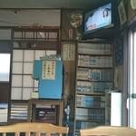 三平ラーメン・やき鳥 - 店内