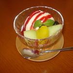 ティーカフェ - アイスクリーム 木苺ソース
