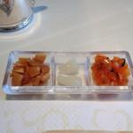 40982814 - 薬味3種(玉葱醤油漬、辣韮、福神漬)