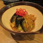 東京チャイニーズ 一凛 - 茄子とピータン 赤唐辛子と青唐辛子の塩漬け 葱と生姜、香味野菜のソース すり潰して1