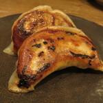 東京チャイニーズ 一凛 - 焼き餃子、黒酢と辣油のソースで1