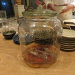 東京チャイニーズ 一凛 - 酔っ払い海老の土鍋蒸し、ナンプラーと葱、唐辛子のソースで1