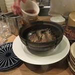 東京チャイニーズ 一凛 - 酔っ払い海老の土鍋蒸し、ナンプラーと葱、唐辛子のソースで5