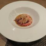 東京チャイニーズ 一凛 - 酔っ払い海老の土鍋蒸し、ナンプラーと葱、唐辛子のソースで9