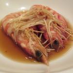 東京チャイニーズ 一凛 - 酔っ払い海老の土鍋蒸し、ナンプラーと葱、唐辛子のソースで10