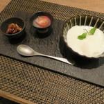東京チャイニーズ 一凛 - 杏仁豆腐、トマトのライチ漬け、胡桃の飴がけ1