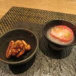 東京チャイニーズ 一凛 - 杏仁豆腐、トマトのライチ漬け、胡桃の飴がけ3