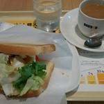 ドトールコーヒーショップ - 野菜たっぷりツナたまご、朝カフェBセットより(\390)@2015/8/18