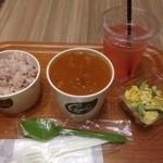Chowder's - スープ&野菜デリセット(シュリンプカレービスク、夏野菜とチキンのカレーサラダ)