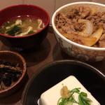 すき家 - 牛丼(並盛)+健康セット