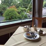 日光金谷ホテル - 朝食は窓際
