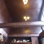 喫茶マドラグ - 高い天井