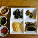 韓国家庭料理 青山 - キムチ3種&ナムル4種