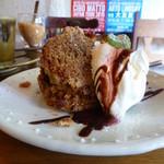 40999074 - 洋梨とクルミのケーキ「ケーキセット 950円(税込)」
