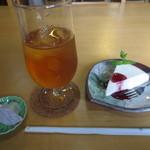 カフェ 紅葉 - 豆腐のレアチーズケーキセット