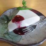 カフェ 紅葉 - 紅葉名物の手作りケーキ