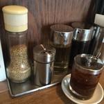 だんだん - すりゴマ、山椒、酢、醤油、辣油