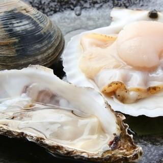 鮮度抜群の貝類は、刺身はもちろん浜焼スタイルもおすすめ◎