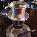 41002992 - ベトナムコーヒー抽出中