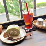 カフェ シズク - 今日のロールケーキとアイスコーヒー