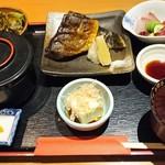 41004502 - 日替り定食は¥980で刺身とホッケの塩焼