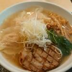 Fufutei - 鶏海老ワンタン麺 塩味ーチャーシュー、ワンタン旨すぎー