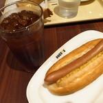 ドトールコーヒーショップ - ジャーマンドッグとアイスコーヒー