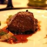 スプレンディード - ROMA:仔牛フィレ肉のソテー  グリーンペッパー ブランデー マスタード 芽キャベツ 小さな人参とオニオン