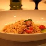 スプレンディード - ROMA:カッペリーニ 蟹とチェリートマトのソース ロブスタービスクとバジルオイル