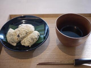 茶洒 金田中 - 本わらび餅に黒蜜