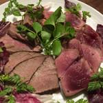 41009267 - 猪肉と鹿肉のローストニ種盛り