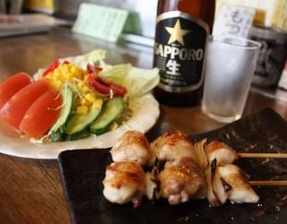 武鳥 - 女性限定!野菜サラダに瓶ビール、自慢の焼鳥2本ついて900円!会社帰りに軽く一杯いきたいあなたへ!