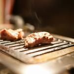 ヒレ肉の宝山 - 2015.8 上ヒレをガスロースターで焼きます