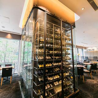 重厚なワインセラーが醸し出す、大人が楽しむ美食の時間