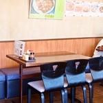 茶しん - テーブル席