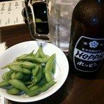 居酒屋 串松 - ホッピーセット白と、お通しの枝豆。
