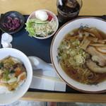 チャイナハウス遊遊 - 料理写真:醤油ラーメン+cセット\880