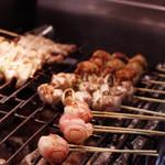 八剣伝 - 焼鳥〓130円~ 本格炭火焼鳥。備長炭使用、600℃の強火で焼くから外はパリッ、中はジューシー!