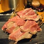 牛の達人 - レアローストステーキの赤ワインソース添え(ランチパスポートプレミアム)