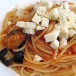 オステリア・ベッカフィーコ - 茄子とモッツァレラチーズのトマトソース