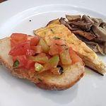 オステリア・ベッカフィーコ - トマトのブルスケッタ・パプリカのオムレツ・キノコのソテー
