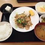 まんぷく亭  - 料理写真:焼肉定食500円