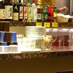 タイレストラン タニサラ - マンゴージュースとジャスミン茶と烏龍茶が飲み放題。もちろんお冷も。
