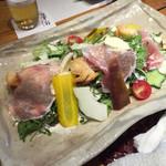 猪之鼻庭 - 鎌倉野菜とモッツァレラチーズシーザーサラダ/1000円