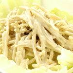 マリング - サラダや軽食なども取り揃えてあります。写真はごぼうのサラダです。