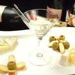 マリング - チーズの盛り合わせ。ワインやシャンパンにはやはりチーズがよく合います。