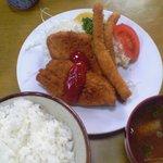 三楽食堂 - 盛りフライ定食