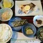 山家食堂 - 焼き魚定食(税込み900円) 焼き魚は鰤カマでした。