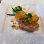41039914 - 初回ヴィアンドは鶏のロースト、ハチミツとクルミソース