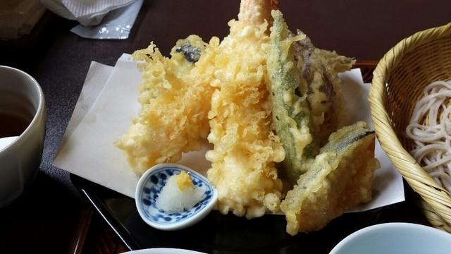 蕎麦さとう - 天ぷらの揚げ上がり良かったです。海老も大きく、かぼちゃは甘くて美味しい♪